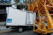 아파트신축현장 무인타워크레인 넘어져 건물·차량 파손